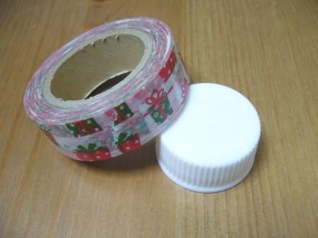 用意するもの:マスキングテープとペットボトルの蓋